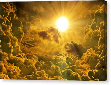 Sunrise With Clouds Canvas Print by Nattapon Wongwean