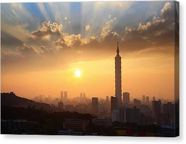 Sunset In Metropolitan Canvas Print by Jhhuang