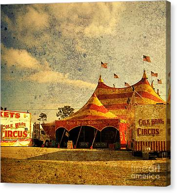 The Circus Is In Town Canvas Print by Susanne Van Hulst