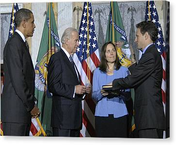 Timothy Geithner Sworn-in As Secretary Canvas Print by Everett