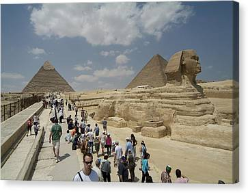 Tourists View The Great Sphinx Canvas Print by Richard Nowitz