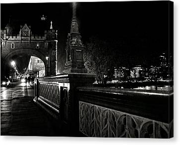 Tower Bridge By Night Canvas Print by Laura Melis
