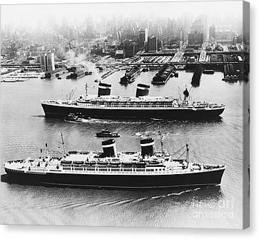 United States Lines Ships Canvas Print by Photo Researchers