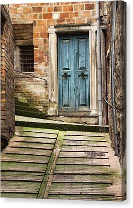 Urbino Door And Stairs Canvas Print by Sharon Foster