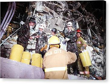 Us Air Force Personnel Work Alongside Canvas Print by Everett