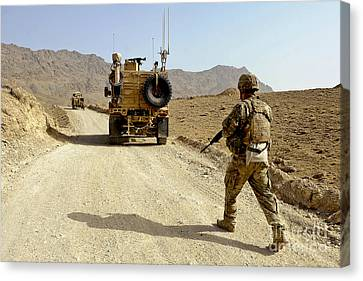 U.s. Army Soldier Moves To His Mrap Canvas Print by Stocktrek Images