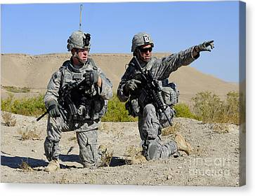 U.s. Army Soldiers Familiarize Canvas Print by Stocktrek Images