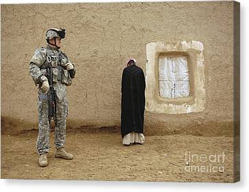 U.s. Army Specialist Guards An Iraqi Canvas Print by Stocktrek Images