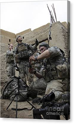 U.s. Soldiers Set Up A Tactical Canvas Print by Stocktrek Images