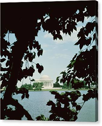 View Of The Jefferson Memorial Canvas Print by John Russell Pope