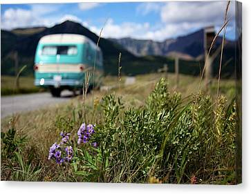 Vintage Motorhomes Canvas Print by Jason Auch