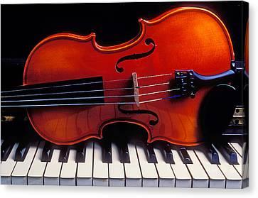 Violin On Piano Keys Canvas Print by Garry Gay