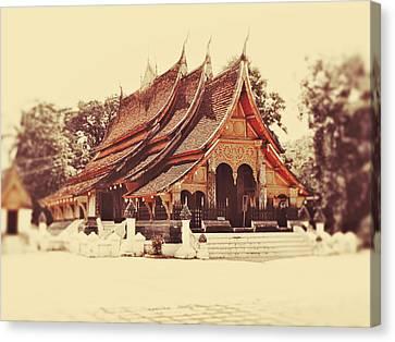 Wat Xieng Thong Canvas Print by Danny Van den Groenendael