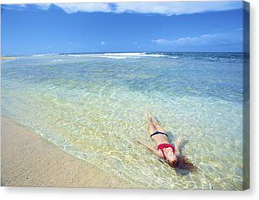 Woman Laying In Water Canvas Print by Kicka Witte