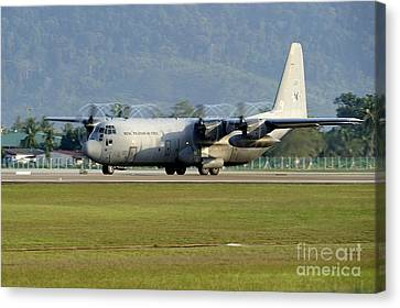 A C-130j Hercules Of The Royal Canvas Print by Remo Guidi