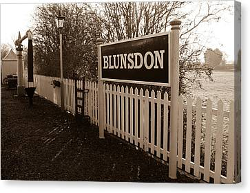 Blunsdon Station At Swindon And Cricklade Railway Canvas Print by Steven Sexton