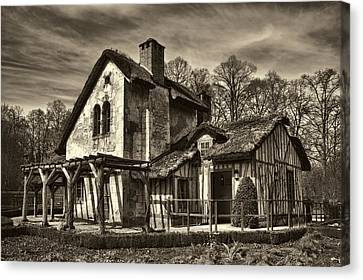 Marie Antoinette Cottage In Versailles Canvas Print by David Smith