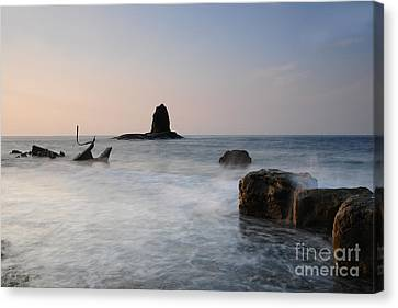 Saltwick Bay Canvas Print by Stephen Smith