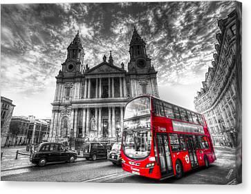 St Paul's Cathedral London Canvas Print by David Pyatt