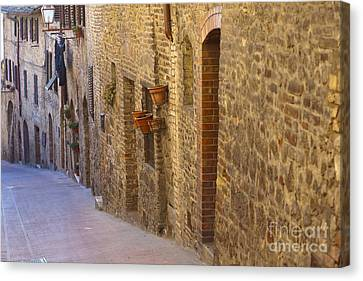 Streets Of San Gimignano Canvas Print by Andre Goncalves