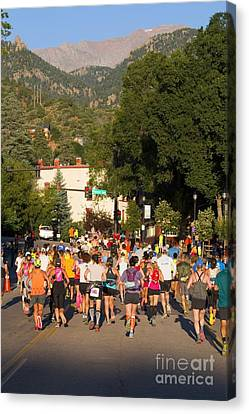 Pikes Peak Marathon And Ascent Canvas Print by Steve Krull