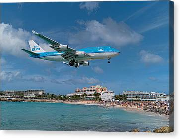 K L M Landing At St. Maarten Canvas Print by David Gleeson