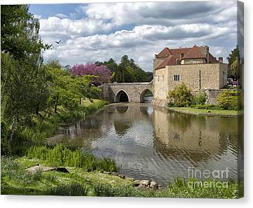 Leeds Castle, England Uk Canvas Print by Ivan Batinic