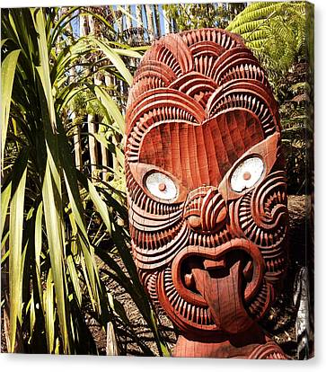 Maori Carving Canvas Print by Les Cunliffe