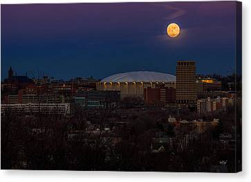 A Night To Remember Canvas Print by Everet Regal