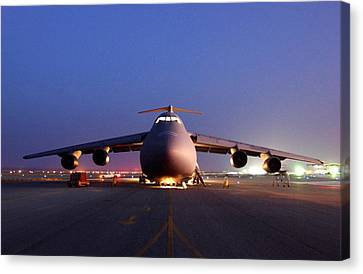 A U.s. Air Force C-5 Galaxy Aircraft Canvas Print by Everett
