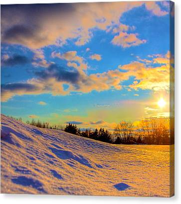 A Winters Sunset  Canvas Print by Robert Pearson
