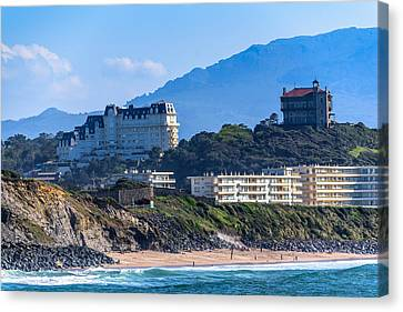 Canvas Print featuring the photograph Architectural Integration by Thierry Bouriat