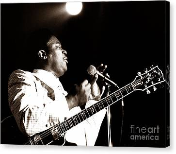 B B King And Lucille 1978 Canvas Print by Chris Walter