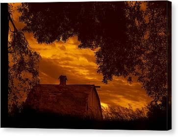 Barn - At Sunset - Nebraska Canvas Print by Nikolyn McDonald