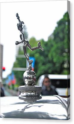 Benz 1916 Ds2 - Hood Ornament Canvas Print by Kaye Menner