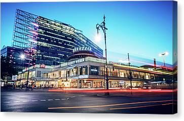Berlin - City West / Neues Kranzler Eck Canvas Print by Alexander Voss