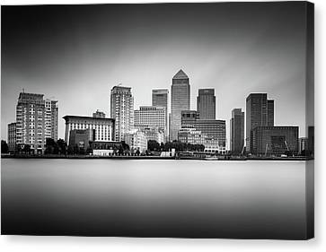Canary Wharf, London Canvas Print by Ivo Kerssemakers