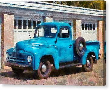 Car - Truck - An International Old Truck Canvas Print by Mike Savad