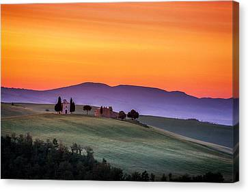Chapel And Farmhouse In Tuscany Canvas Print by Andrew Soundarajan