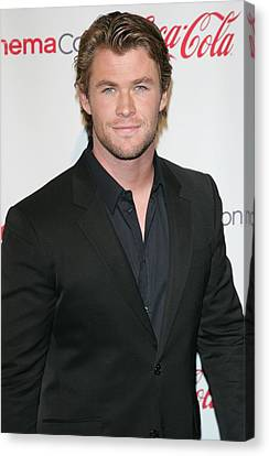 Chris Hemsworth In Attendance For 2011 Canvas Print by Everett