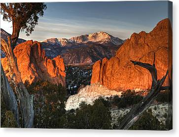 Classic Garden Of The Gods Canvas Print by Mike Berenson