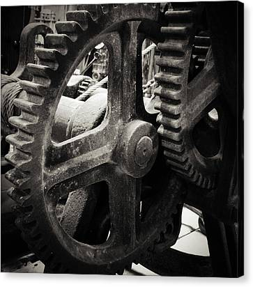 Cogs 2 Canvas Print by Les Cunliffe