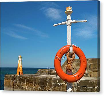 Cullen Summer Colours  Canvas Print by Bill Buchan