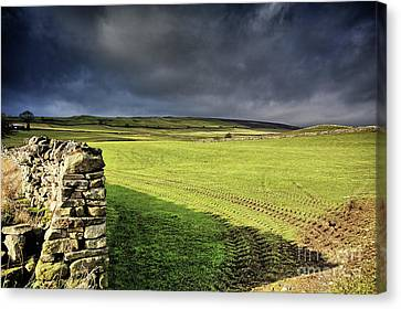 Dales Storm Clouds Canvas Print by Stephen Smith