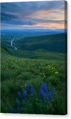 Dusk Over The Yakima Valley Canvas Print by Mike  Dawson