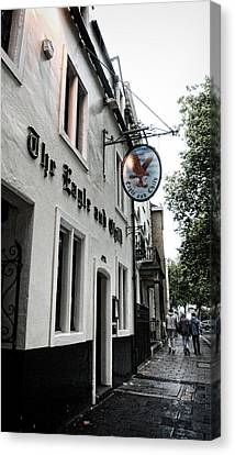 Eagle And Child Pub - Oxford Canvas Print by Stephen Stookey