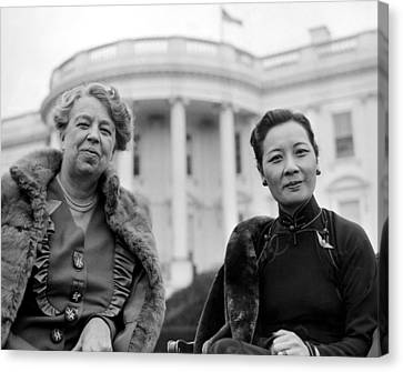 Eleanor Roosevelt And Madame Chiang Canvas Print by Everett