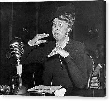 Eleanor Roosevelt At Hearing Canvas Print by Underwood Archives
