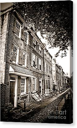Elfreth Alley  Canvas Print by Olivier Le Queinec