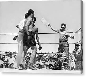 End Of Baer-uzcudun Fight Canvas Print by Underwood Archives